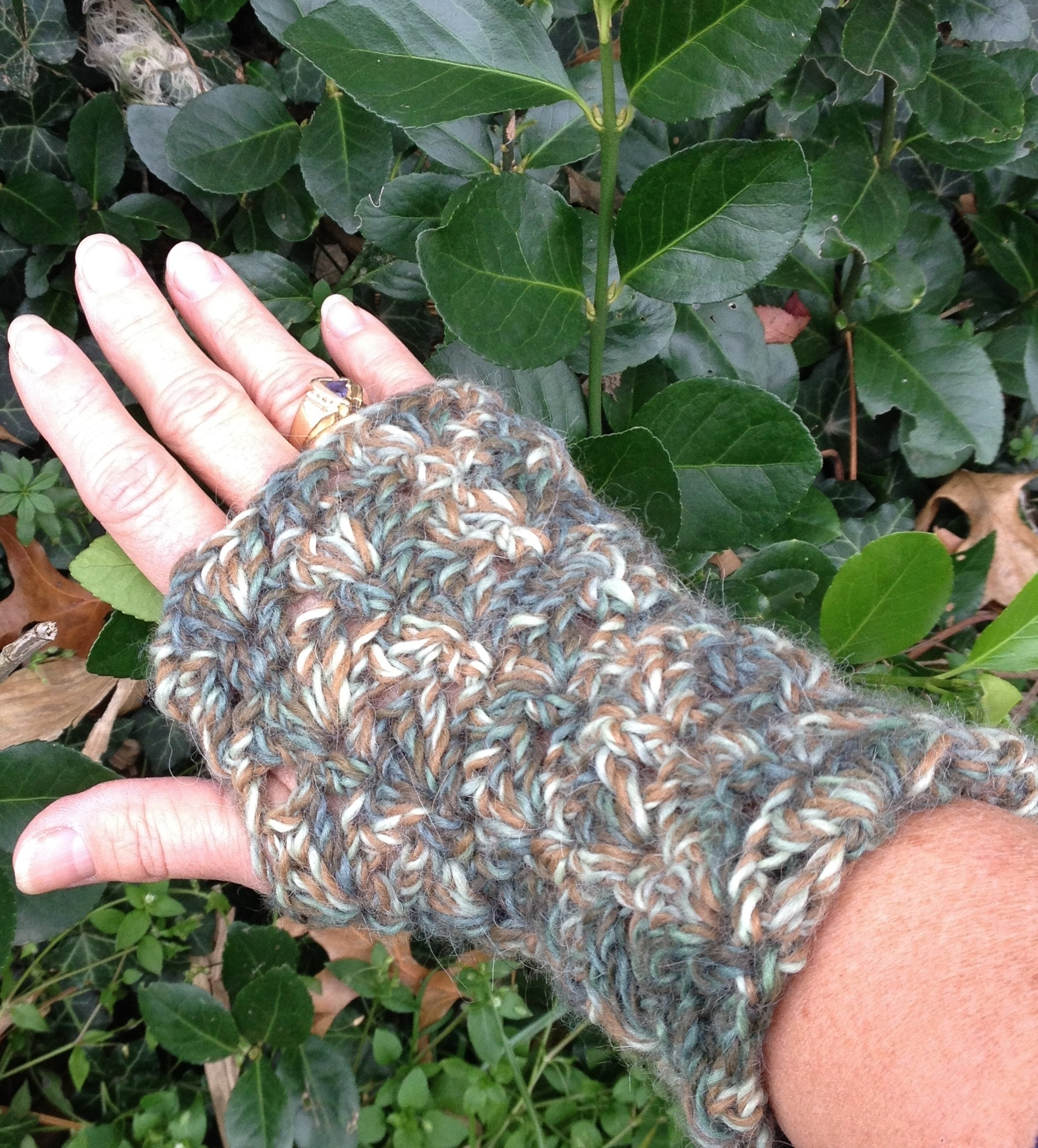 Lacey Alpaca Fingerless Mitts - Camo 17659