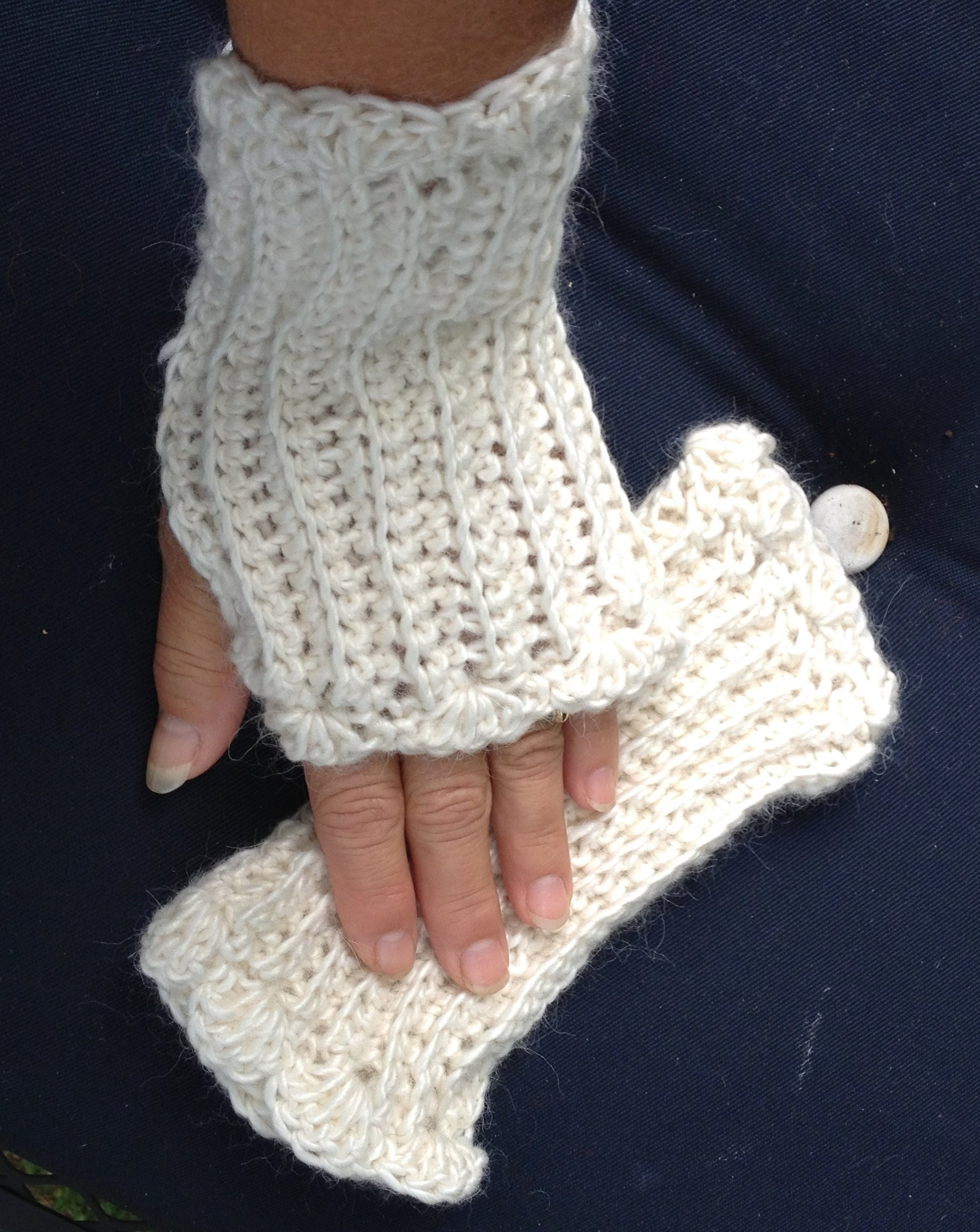 Ribbed Fingerless Gloves with Scalloped Edge 17628