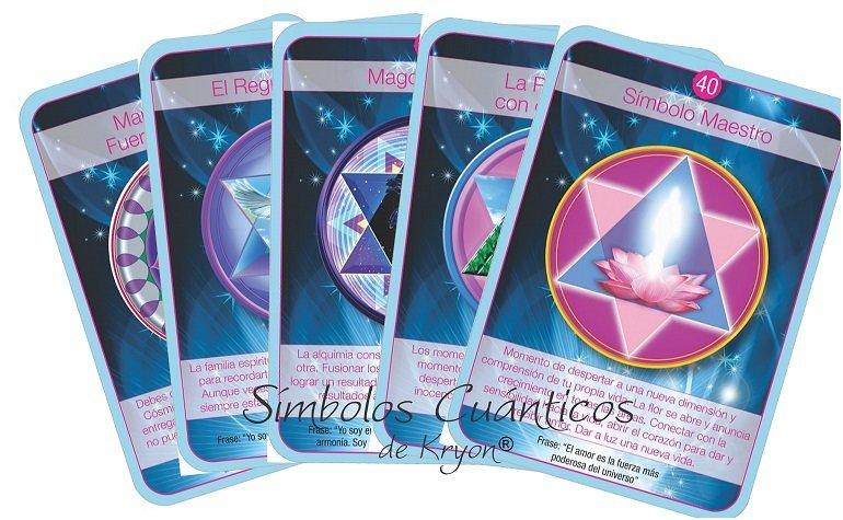 Tarot Oráculo de Kryon - 54 Cartas de 10.5 x 15 cm Este tarot puede ser utilizado por cualquier persona. Cada carta posee un mensaje y afirmación para repetir. Recibe guía y claridad en tu vida a través de los mensajes de Kryon en los símbolos