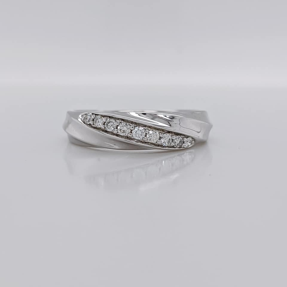 Estate 14kt White Gold Diamond Twist Band