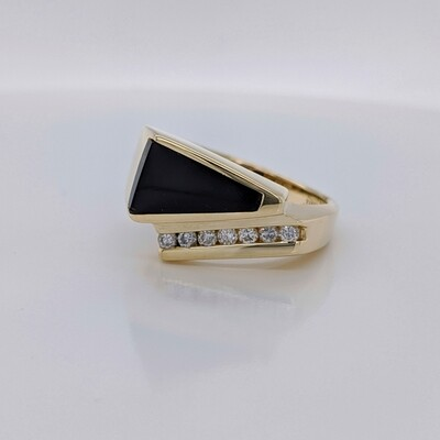 14kt Yellow Gold Onyx & Diamond Ring