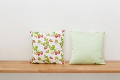 Декоративная подушка ЯГОДЫ