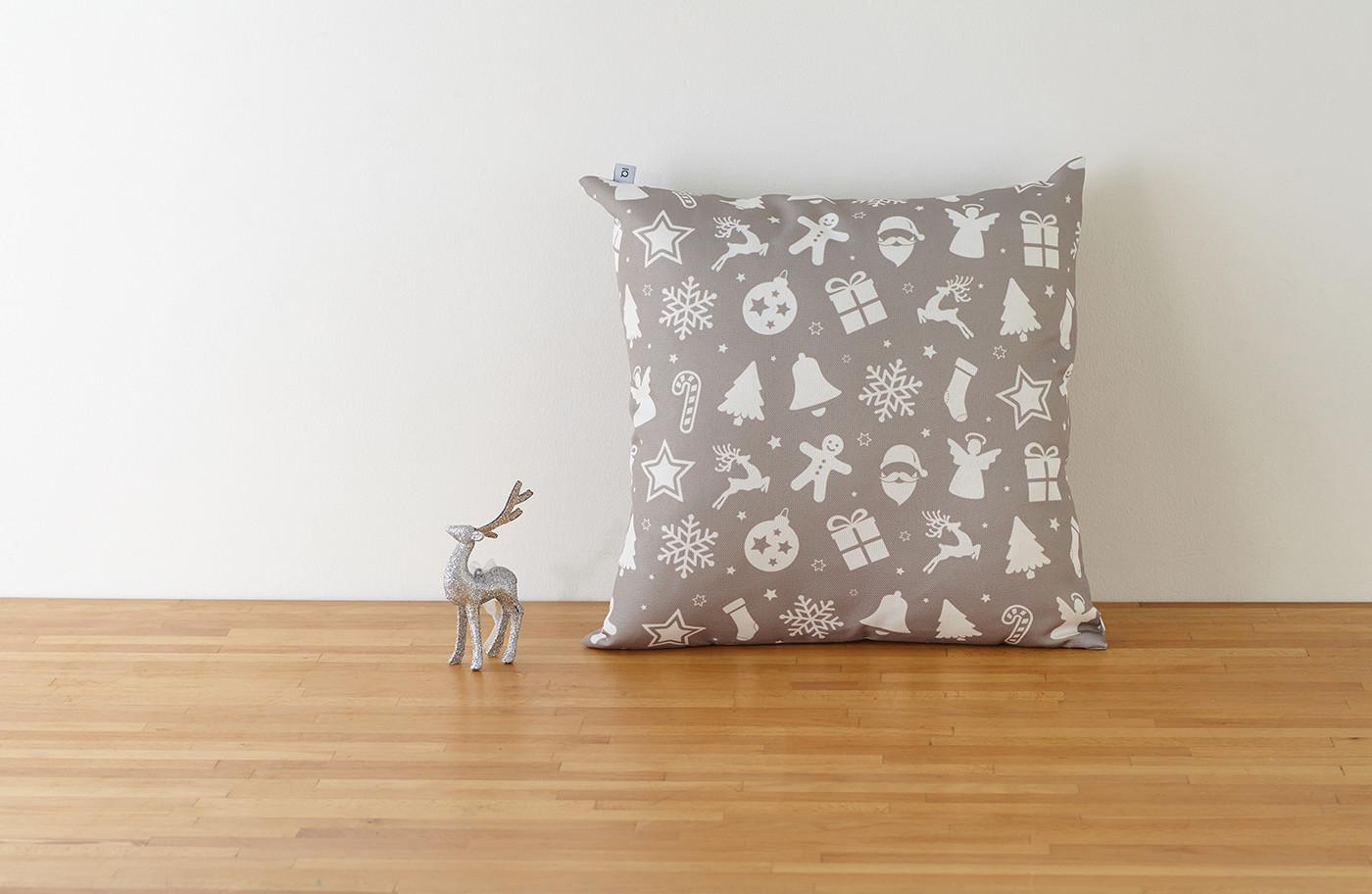 Декоративная подушка новогодняя серая