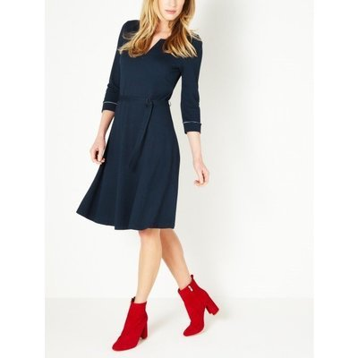 Elegant kjole med belte - True Blue