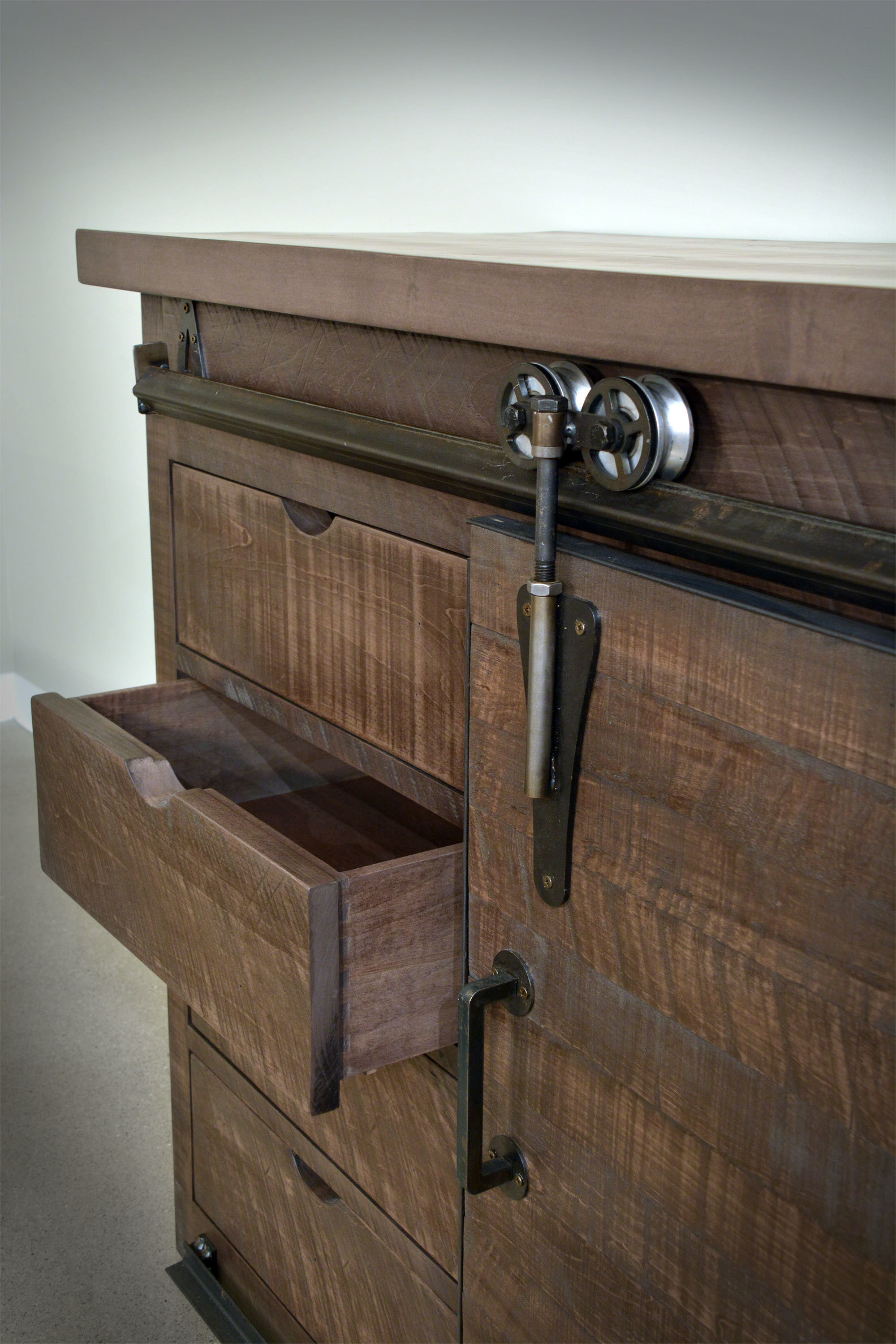 mini sideboard detail