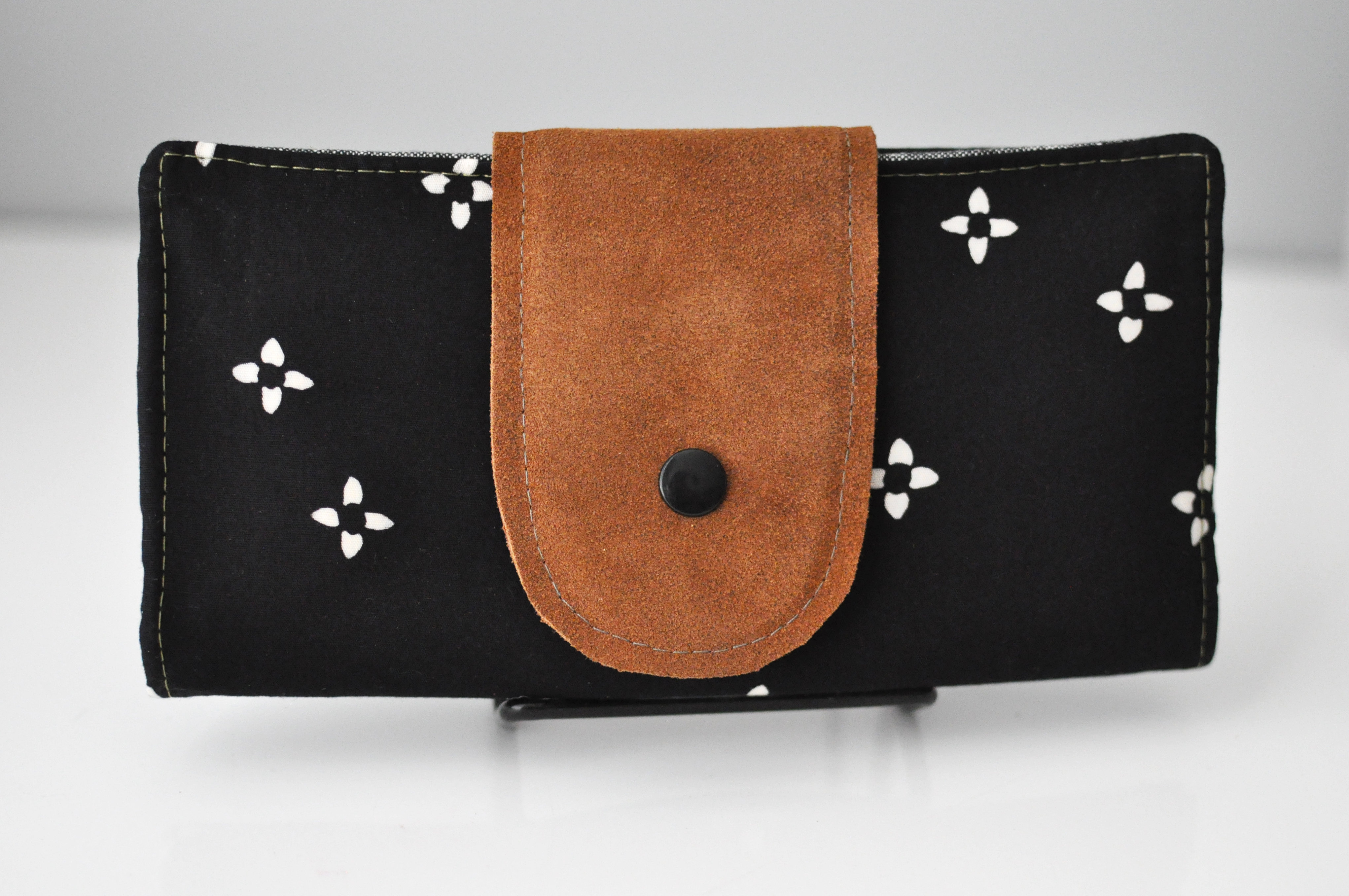 Perfect Wallet   Black Floral