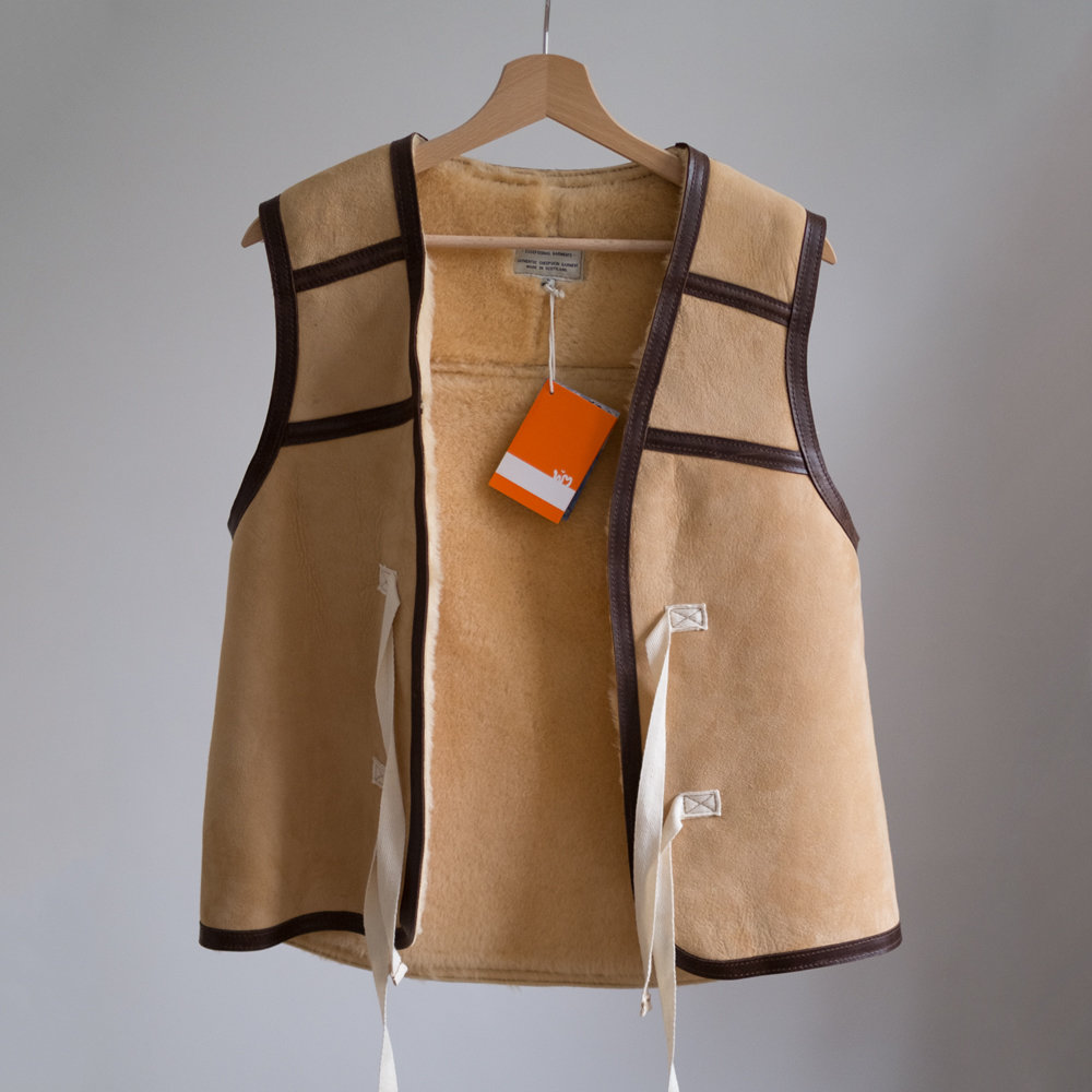 W'MENSWEAR DIGGER'S SHEEPSKIN VEST IN NATURAL