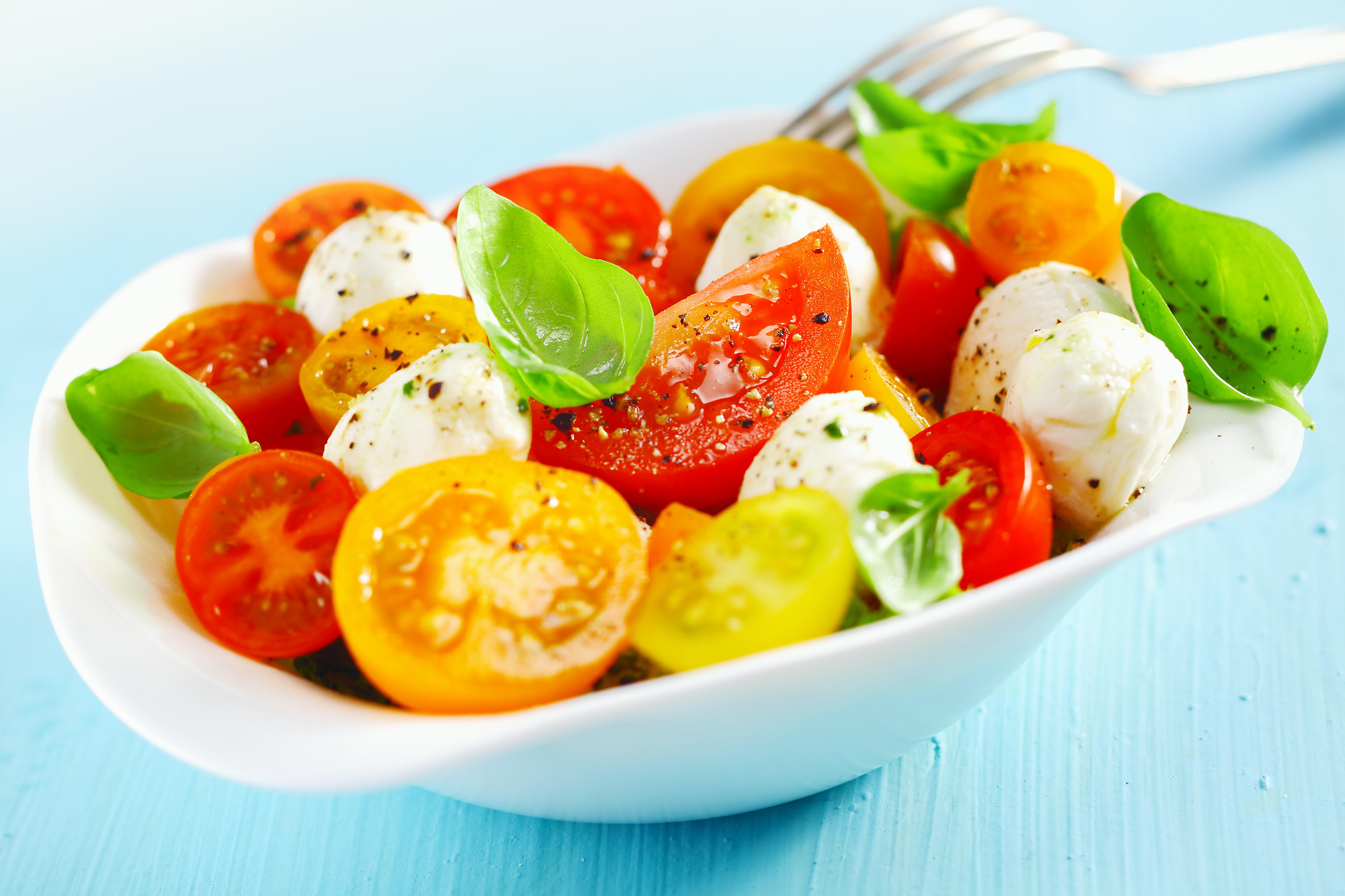 Tomato Mozzarella Salad (per lb) 084A030-6885