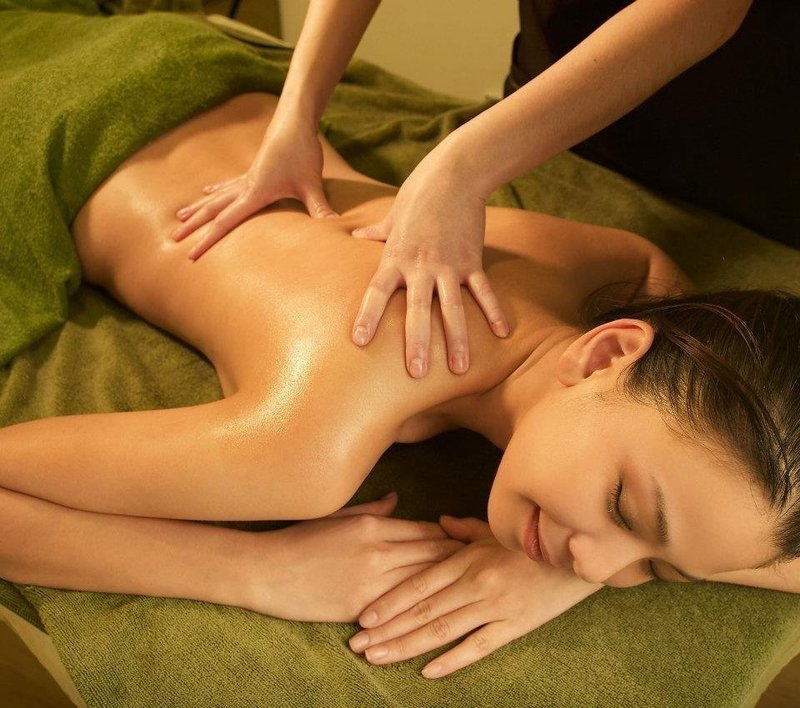Full Body Lymphatic Detox Massage + Organic Whitening Treatment