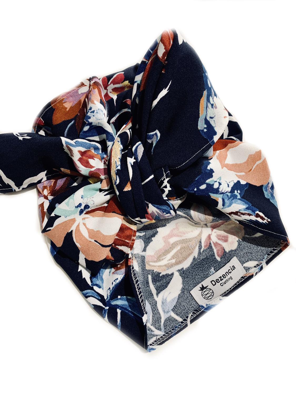 Turbante cubierto azul marino floral