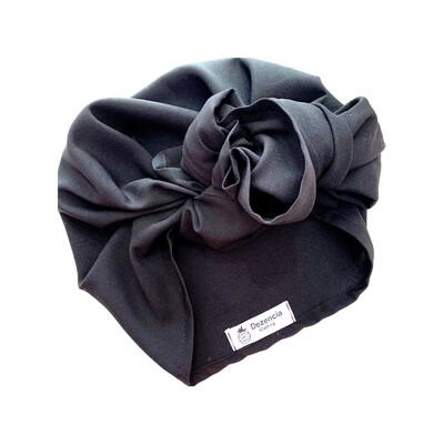 Turbante negro cubierto
