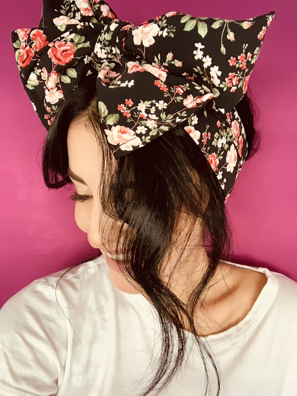 Turbante negro floral