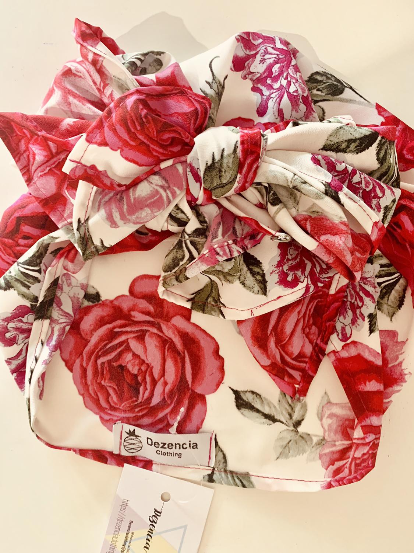 Turbante cubierto rosas