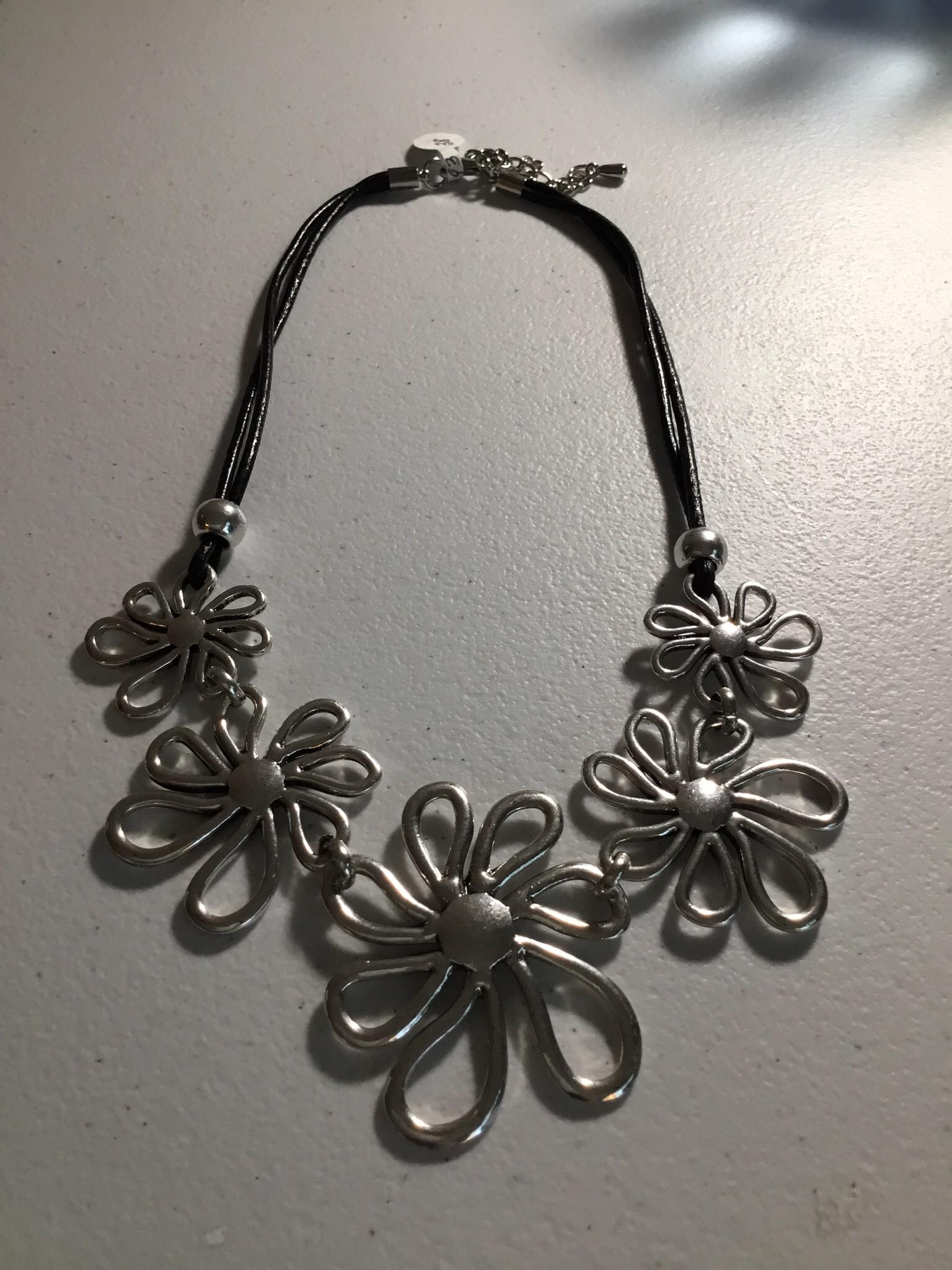 Black Leather Daisy Design Necklace JNL-028-6493