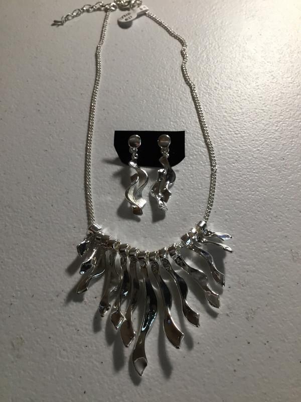 Silver Color Wave Necklace Set