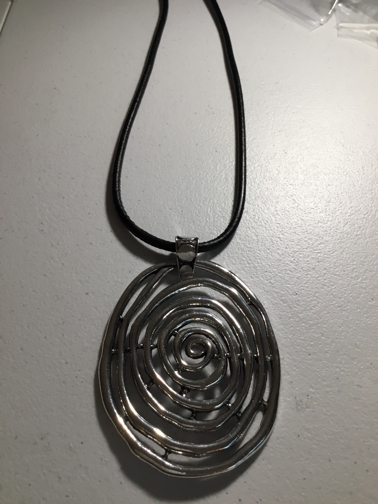 Black Leather with Oval Swirl Necklace JNL-051-6577
