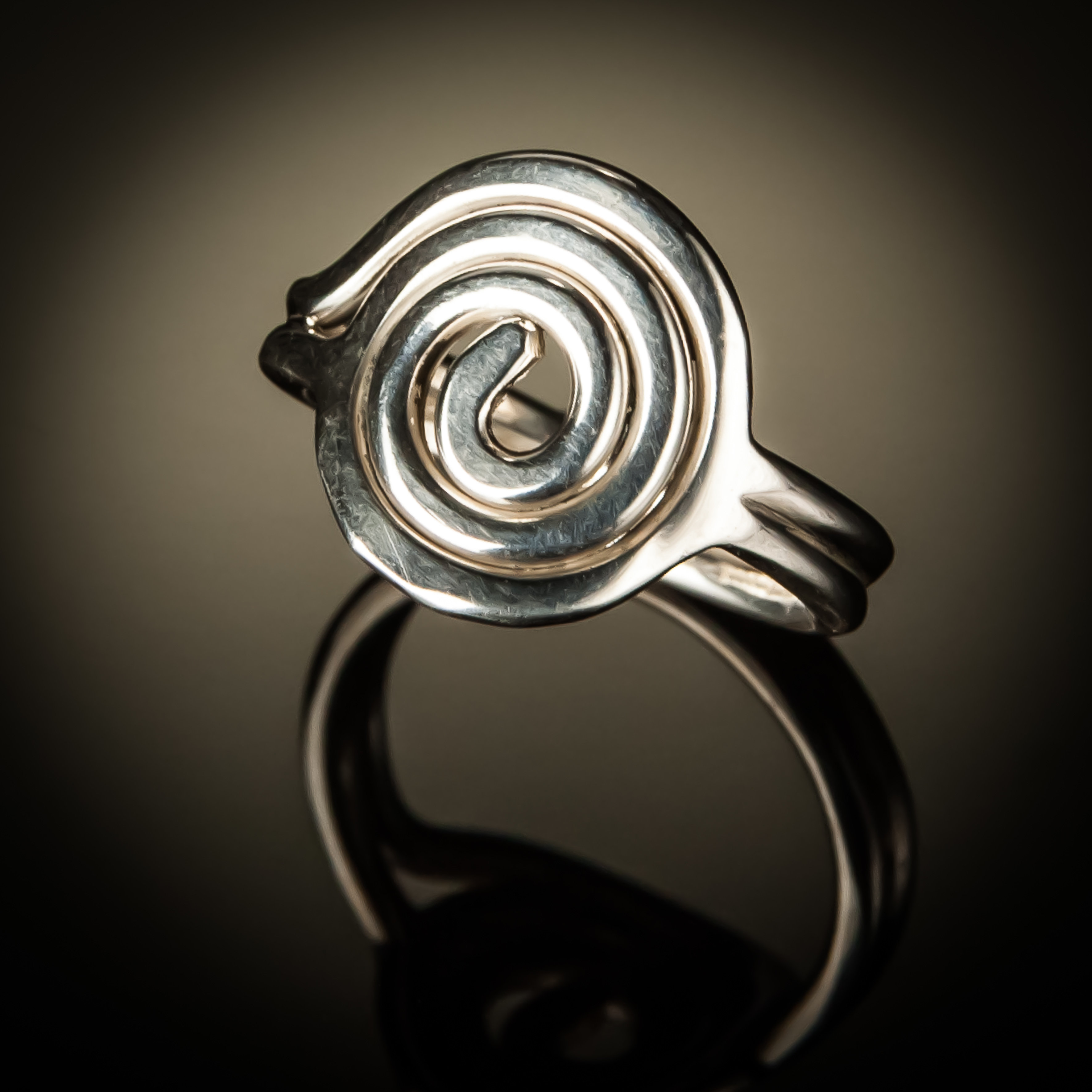 Sterling Silver Spiral Circle Ring R-09005