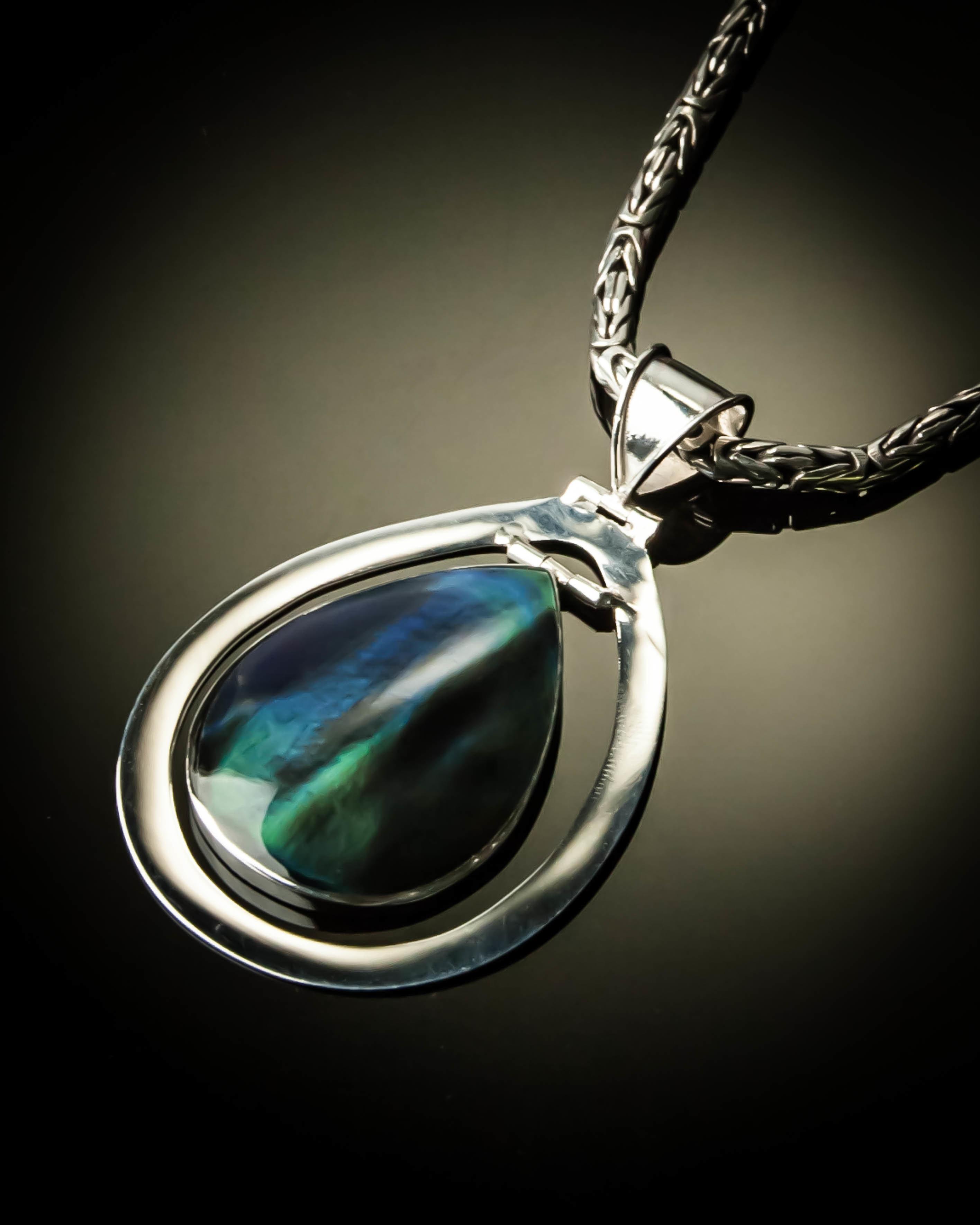 Paua Shell Sterling Silver Pendant P-09088 Rainbow blue