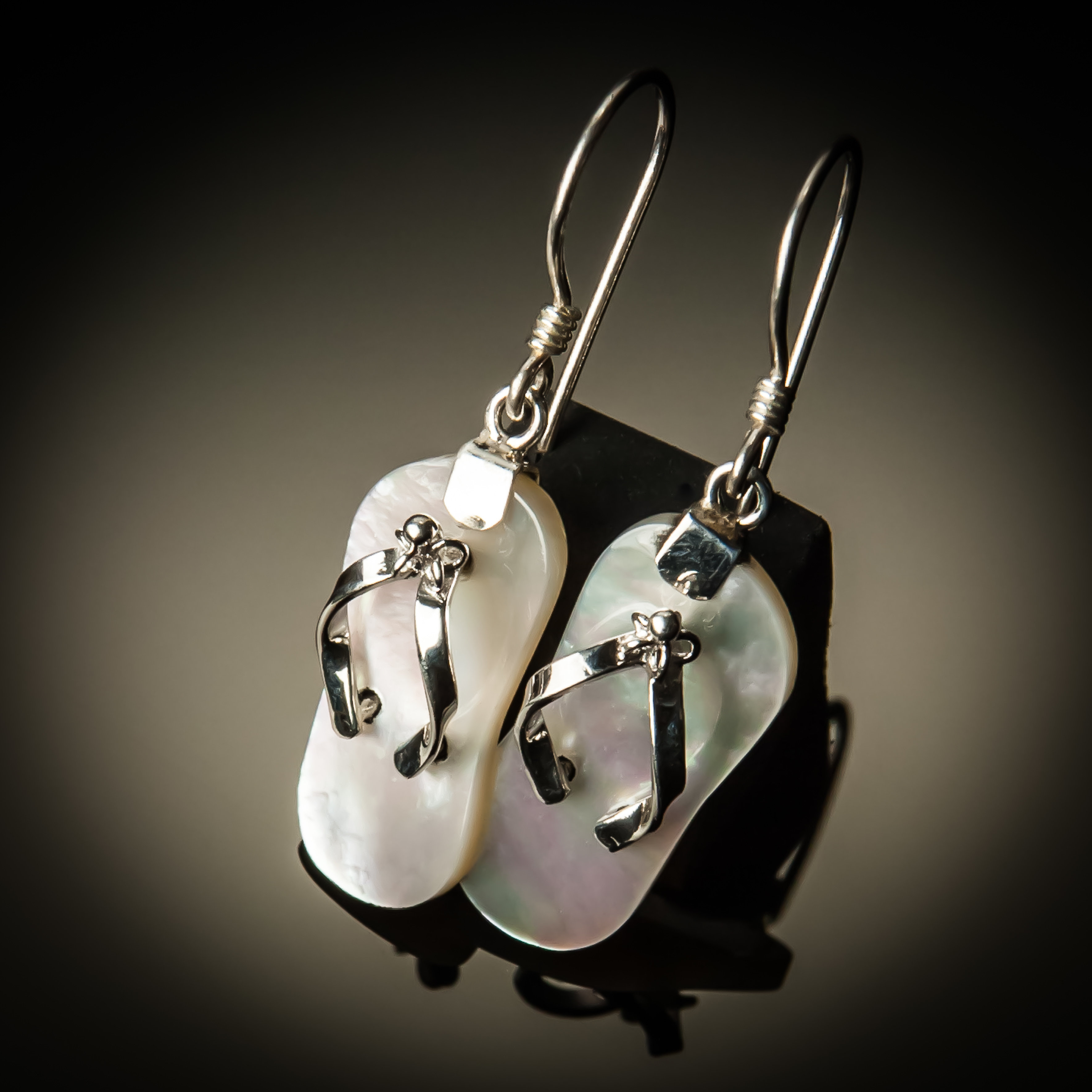 Mother of Pearl Flip Flop Earrings ER-09074-White MOP