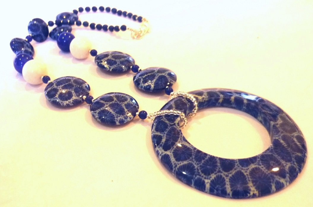 Blue Coral White Coral Short Necklace 1082