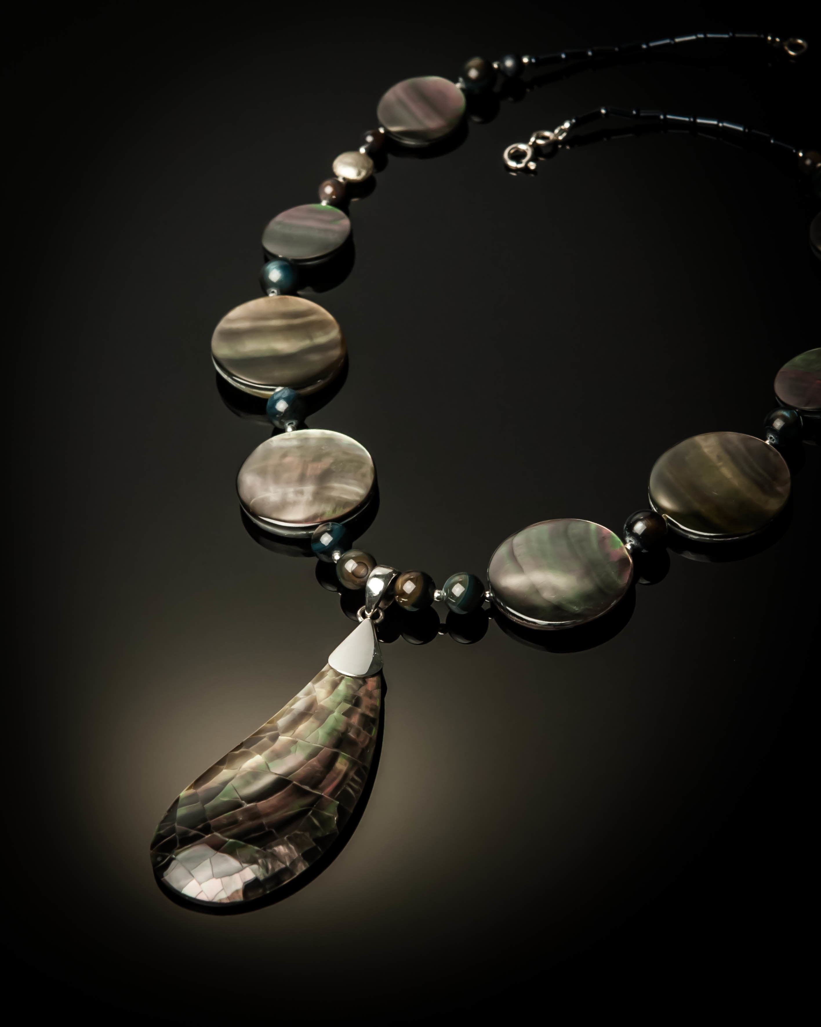Gray Mother of Pearl Sterling Silver Necklace 1001