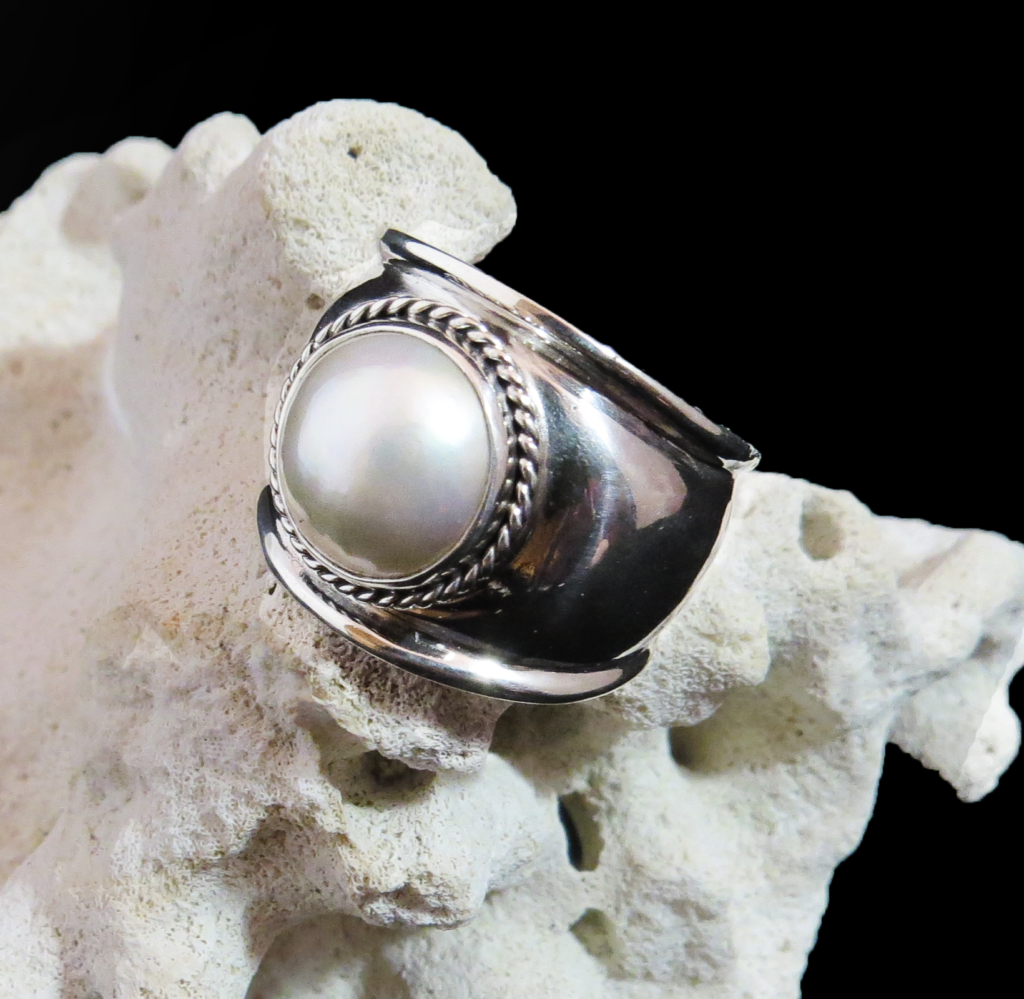 White Mabe Pearl Sterling Silver Ring R-09220