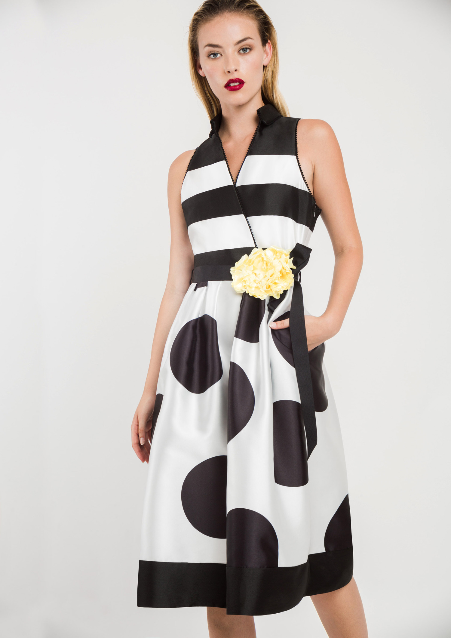 Black and White Dress with Collar 00006