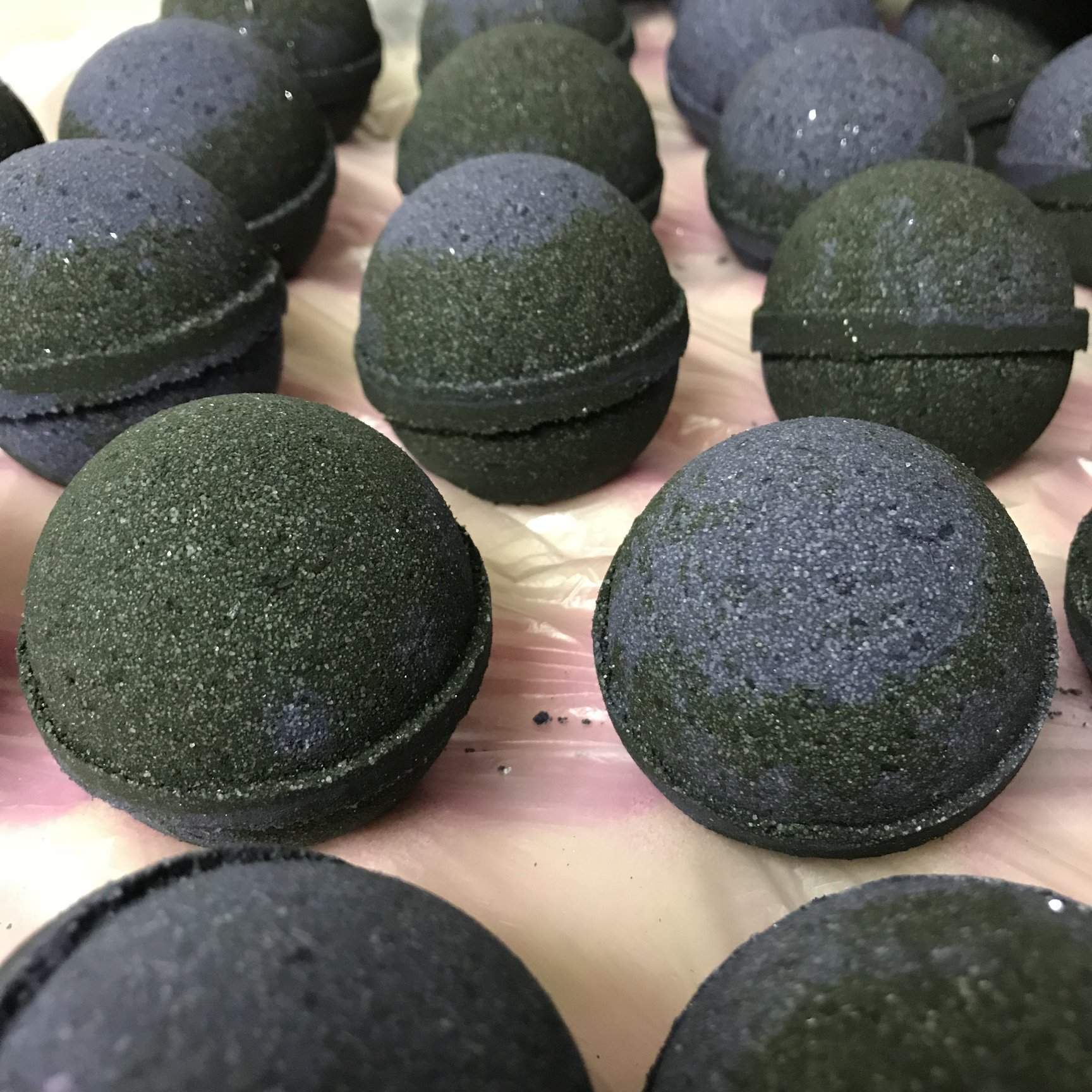 Black Amethyst Bath Bomb - 5oz MN-BABB