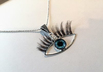 Kitchy Third Eye Pendant Necklace With Eyelashes