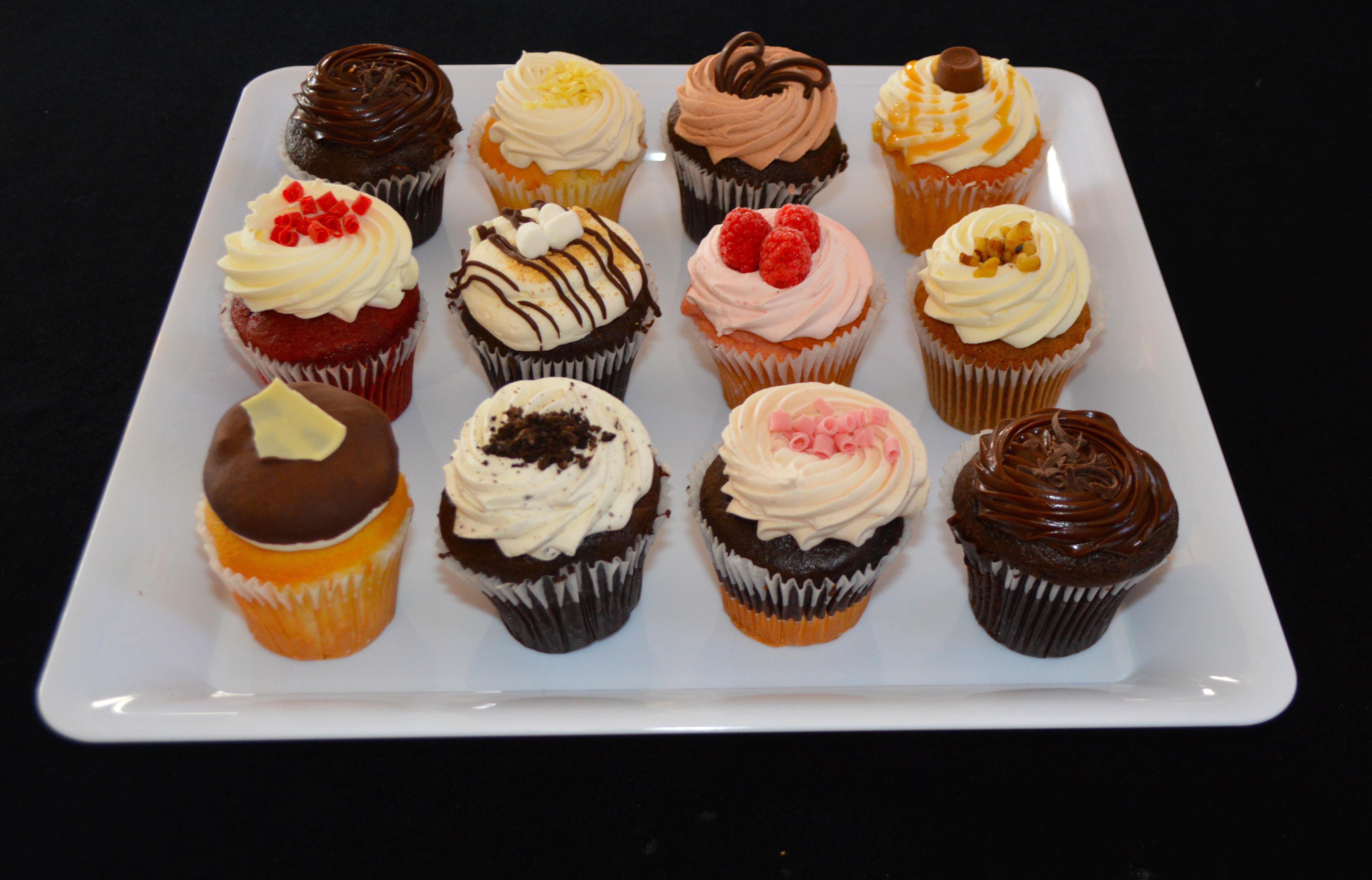 12 pack Variety Cupcakes 00005
