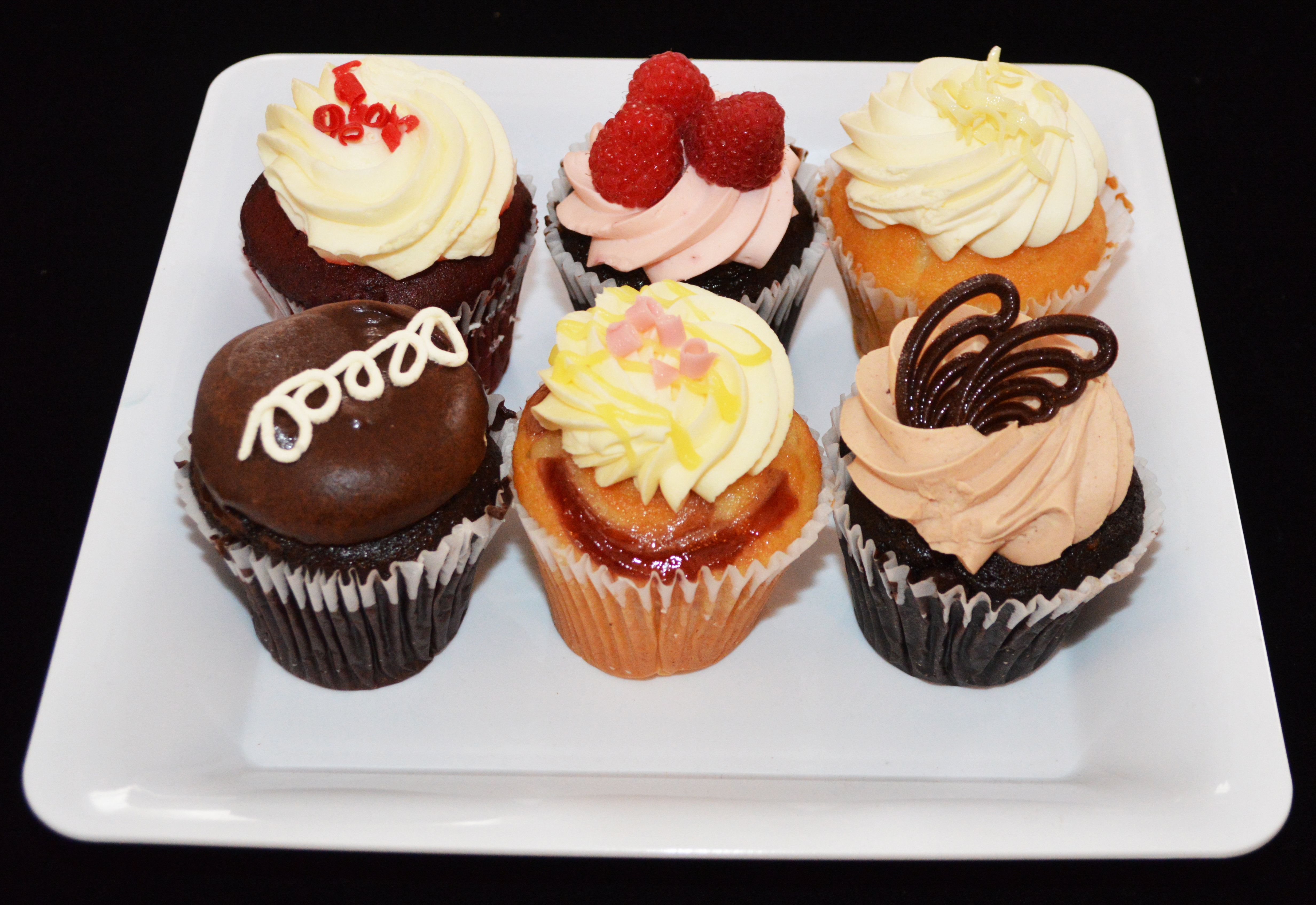 6 pack Variety Cupcakes 00006