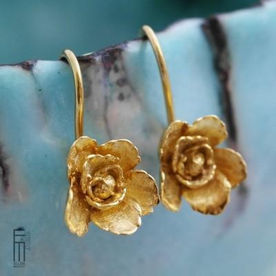 FLORAL - vergoldete Ohrringe als Blüte- pendientes flor con baño de oro
