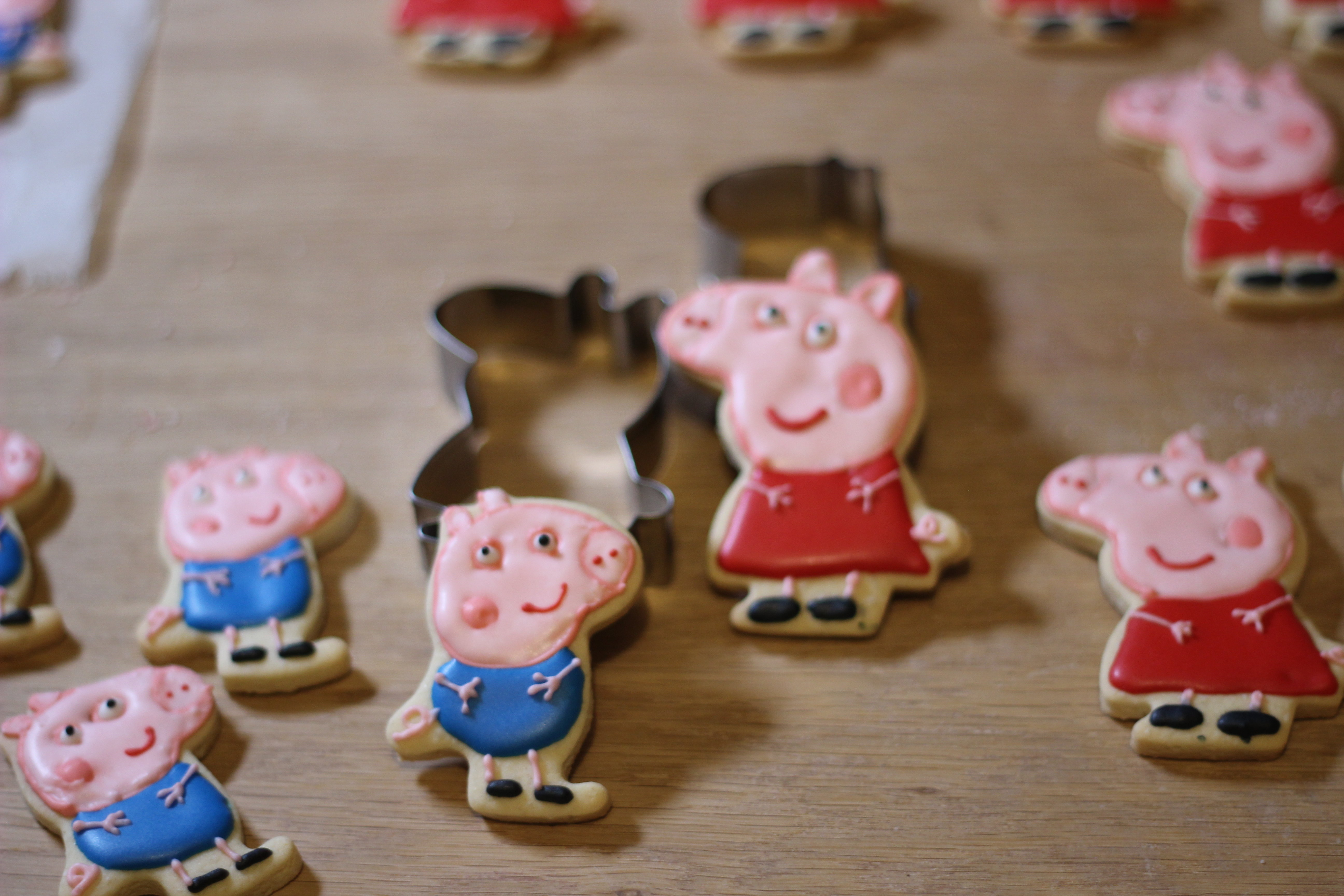 Peppa & George Gingerbread Forms 00011