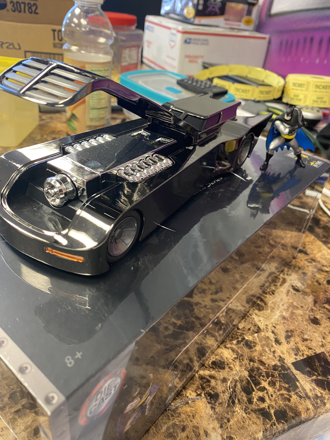 Jada-1/24 Scale : 2019 Convention Exclusive Animated Series Batmobile With Figure