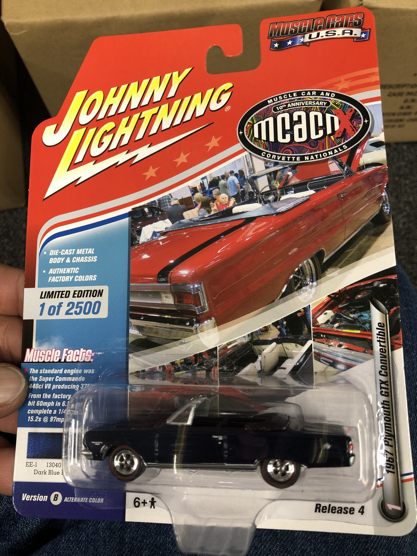 Johnny Lightning-MCACN-1967 Plymouth GTX Convertible