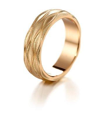 LUMOAVA Onni -vihkisormus kultaa