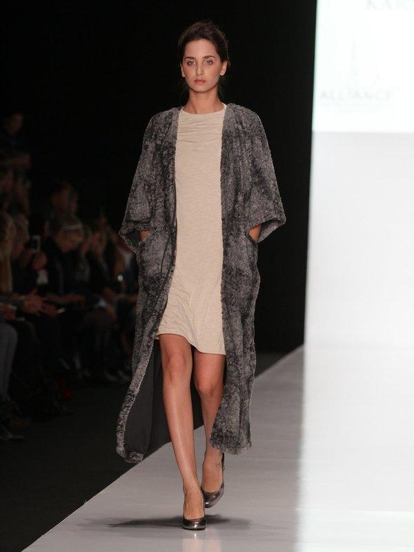 Пальто из искусственного меха CS Collection
