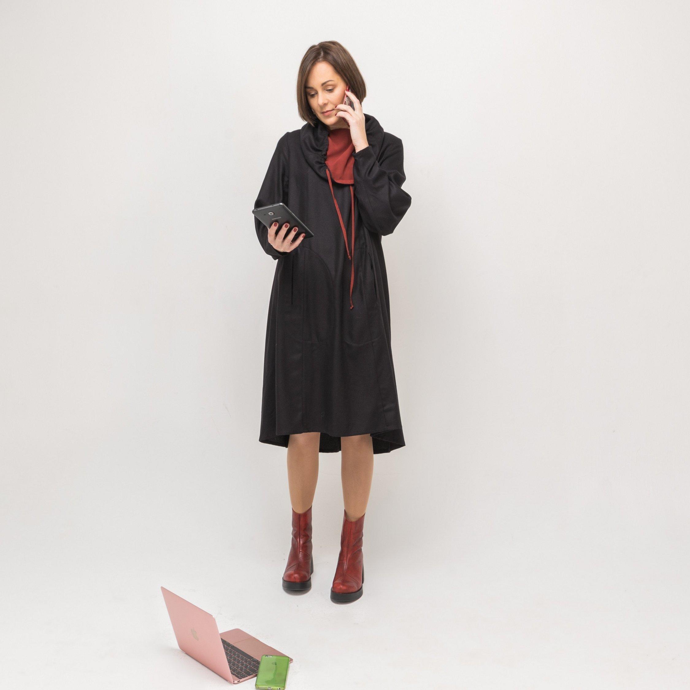 Платье черное с красным воротником 00011