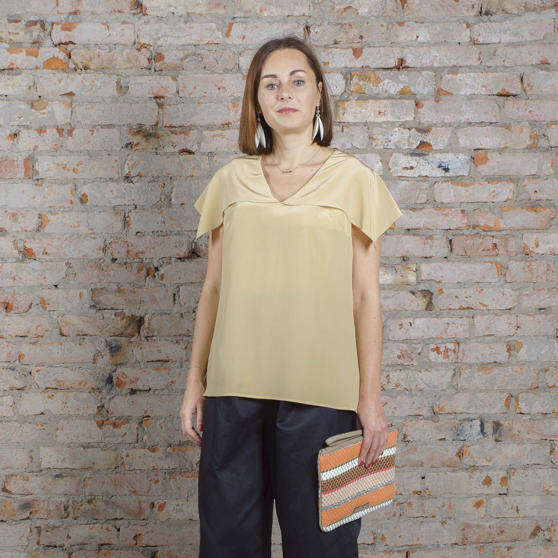 Блуза бежевая с пелериной 00024