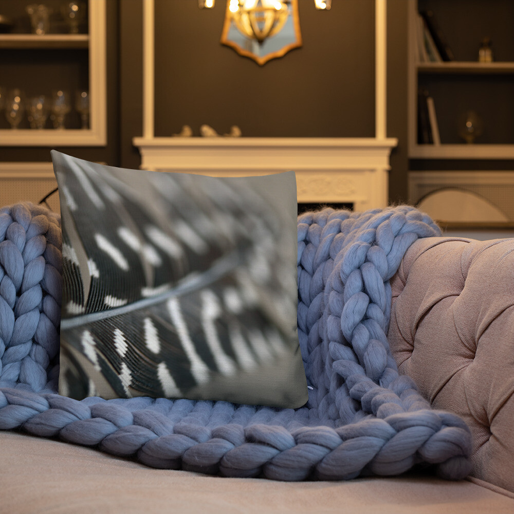 Qui Printed Throw Premium Pillow