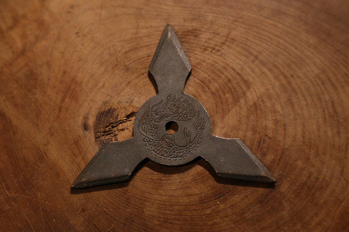 Black fumigation Shuriken (Ninja star) : Three points 黒燻し手裏剣 三方