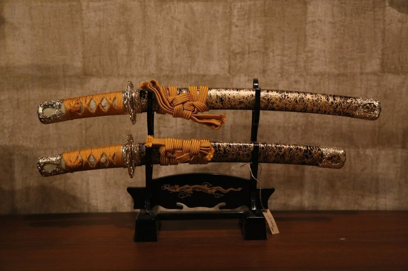 Mini 2 swords+stand complete set(Gold):ミニ居合刀セット 金