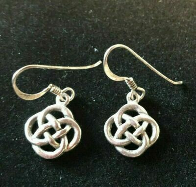 Vintage silver (.925) earrings in lovely Celtic knot design
