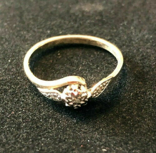 Vintage 9ct gold ring with very small diamond - probably mid 20th century