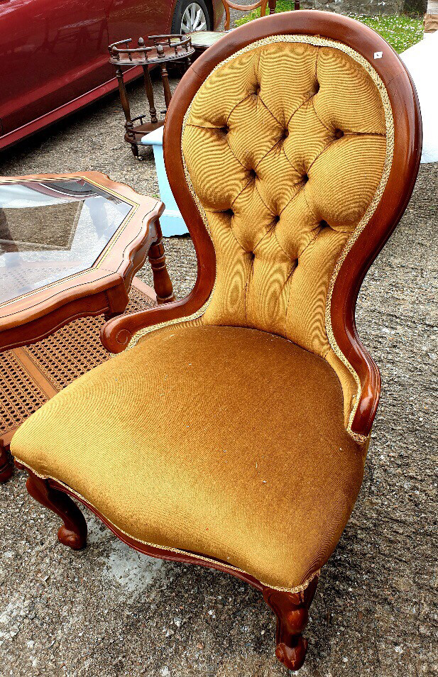 Classic Victorian Style Nursing Chair in Lovely Gold Button Back Design