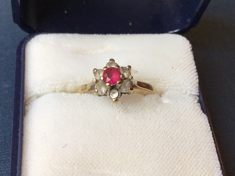 9ct Gold Ring With Semi Precious Stones (not Diamonds) - Hallmarked 1975