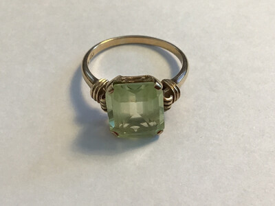 9ct Gold Vintage Ring - beautiful pale green Quartz stone
