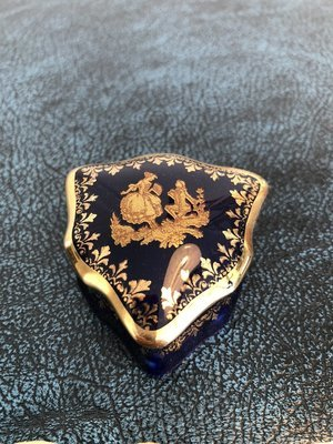 Porcelain Trinket or Pill Box - La Reine, Limoges