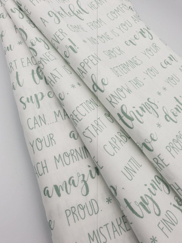 Hvit med lys grønn tekst