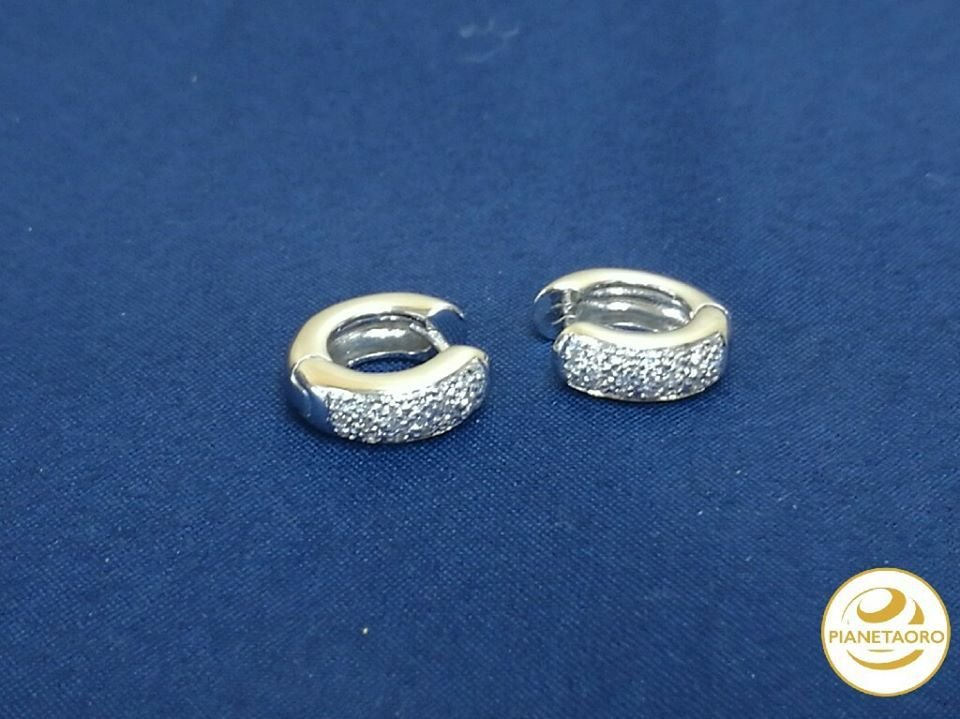 orecchini in oro bianco 18 carati cerchietto di gr 6.73 brillantini caratura 0.20 F411